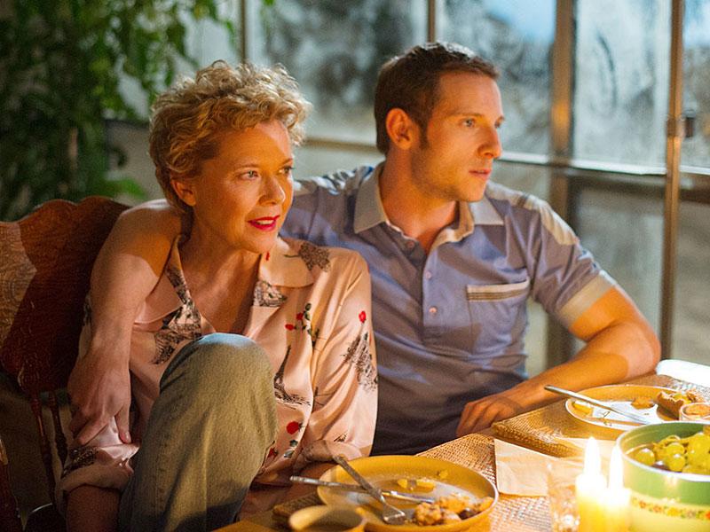 FILMSKE ZVEZDE NE UMIRAJO V LIVERPOOLU (biografska romantična drama)
