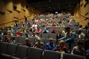 2016 otroci v kinogledališču