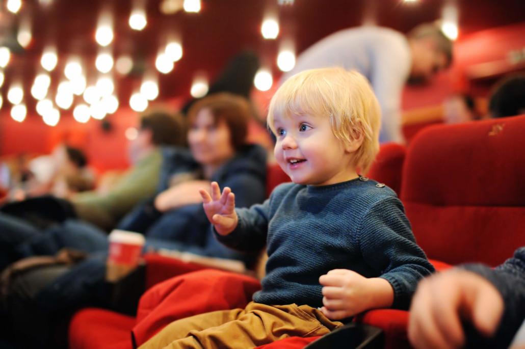 6 otrok v kinu